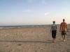Parella de furgoaddictes a la platja de Migjorn