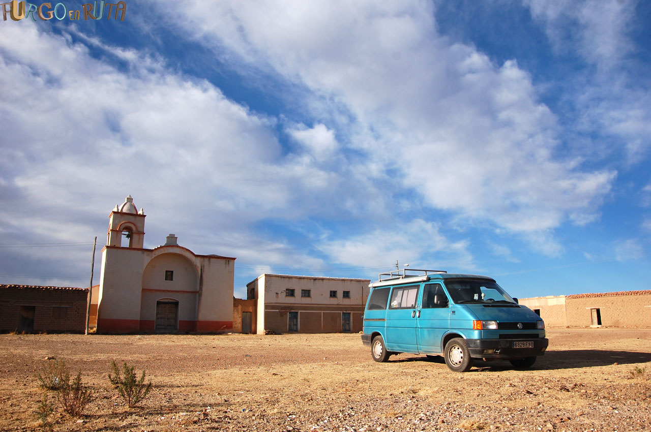 El altiplano boliviano está lleno de pueblos perdidos en el tiempo.