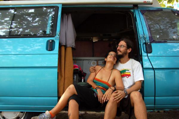 Marta y Marià en su Volkswagen T4 en Cartagena