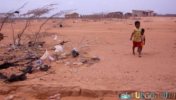 Niños en pueblo de la Guajira