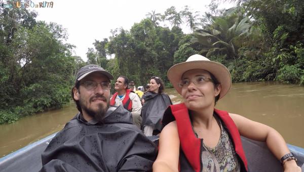Navegando por el río Cuyabeno, rumbo a la laguna Grande.