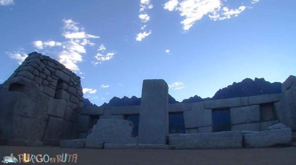 La plaza de los templos a solas.
