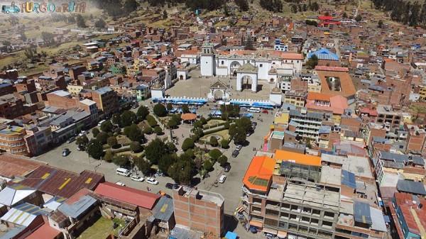 La iglesia de Copacabana desde el aire