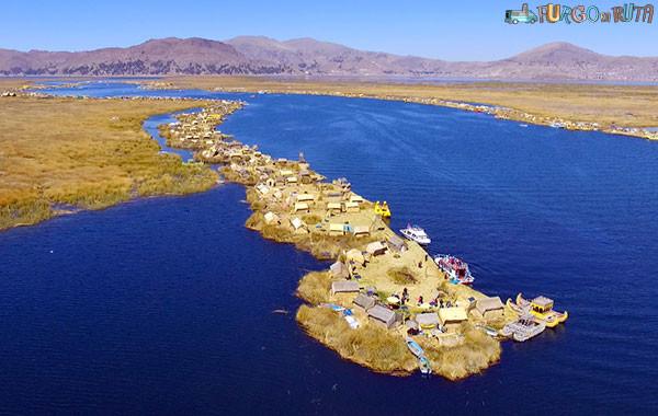 Las islas flotantes de los Uros desde el aire