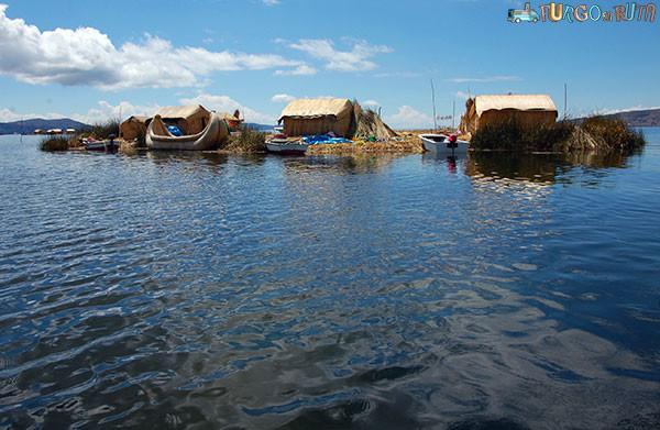 Una de las islas flotantes de camino a Taquile