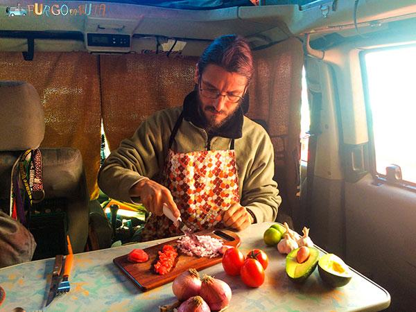 La cebolla, un gran aliado para el viajero que combate enfermedades bacterianas y resfriados.
