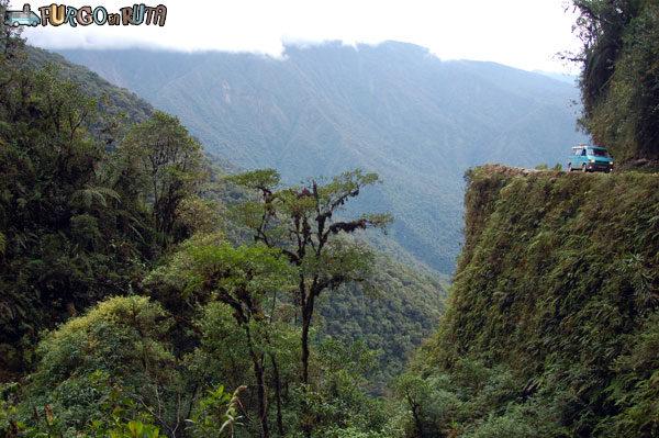 Bolivia un país diferente: Transitando con la Saioneta por la carretera de la muerte.