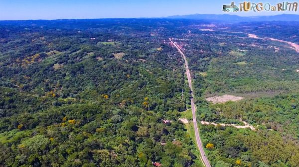 Carretera de Santa Cruz a Samaipata (506 m.s.n.m.)