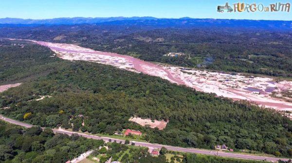 Carretera de Santa Cruz a Samaipata, junto al río Piray (506 m.s.n.m.)