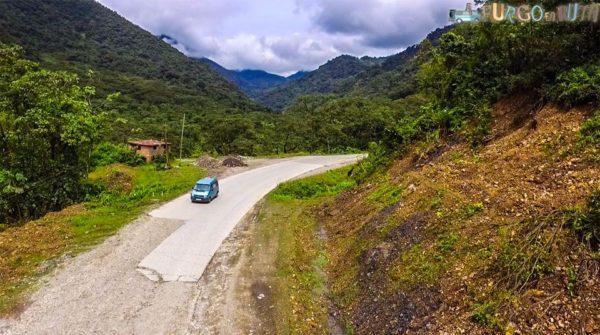 Carretera RN4 que une Colomi y Villa Tunari. (850 m.s.n.m.)