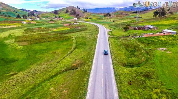 La Saioneta transitando por la zona de valle boliviano.