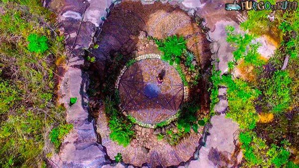 El orquidiario es uno de los lugares más mágicos de Güembé, con su estructura energética.