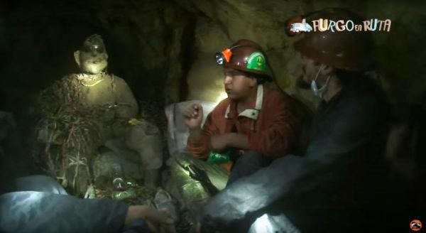 El tío de la mina, una figura venerada en las minas de Potosí