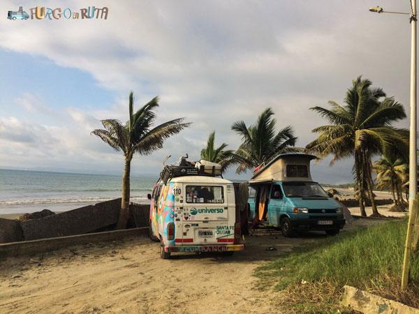 Dónde dormir en kombi en Mompiche, Esmeraldas, Ecuador