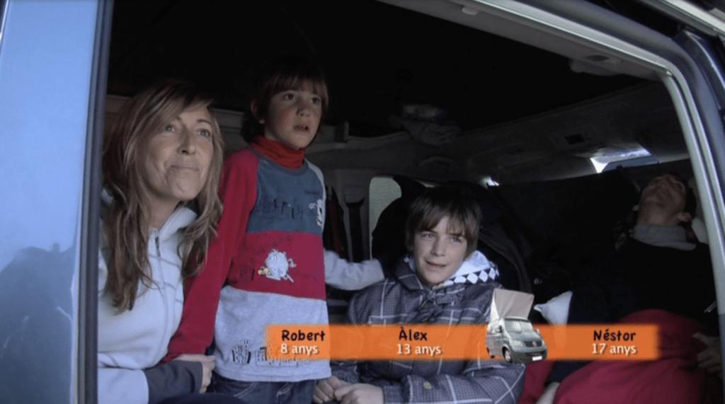 Acompañamos a Moni (40) en otro encuentro furgonetero para saber cómo es la experiencia de viajar en una California con tres hijos.