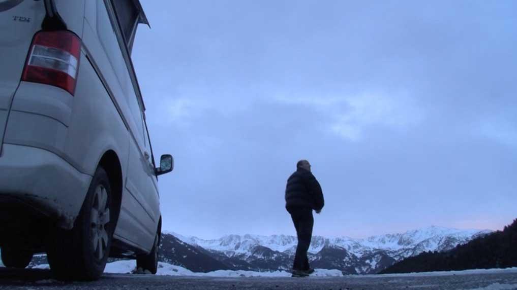 Albert Cufí, un padre de familia de 35 años, en una de sus salidas en solitario. Concentrado en camper.