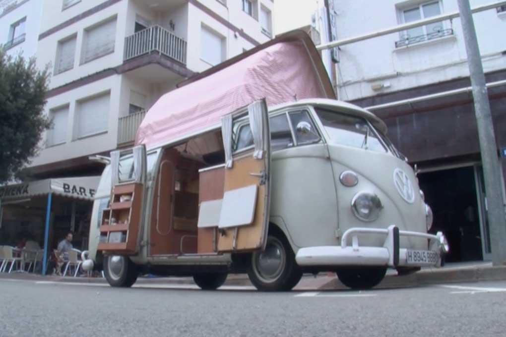 Furgoneta clásica del encuentro de VW en Tossa